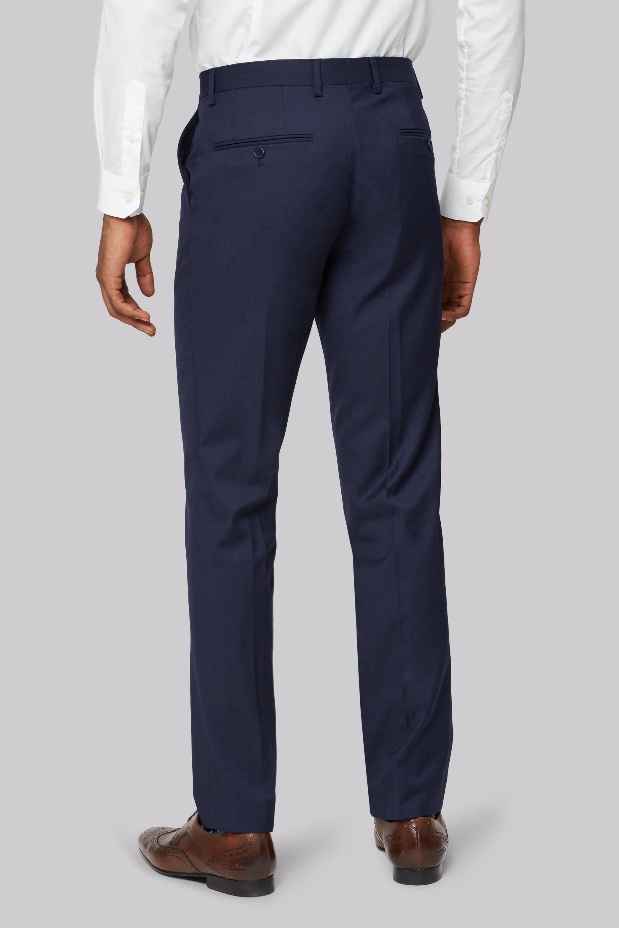 If you're looking for tailor made trousers that will hug your legs while at the same time giving you enough room to move freely and sit comfortably, then you've come to the right place. At iTailor, the world's foremost tailoring factory, you can be the designer of your own trousers.